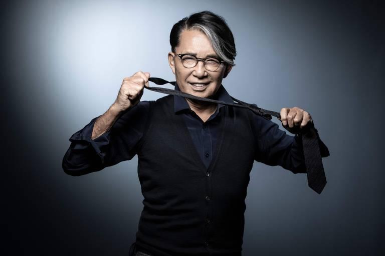 O estilista japonês Kenzo, criador da marca de roupas e de perfumes que leva seu nome, morreu neste domingo (4) por causa do novo coronavírus.