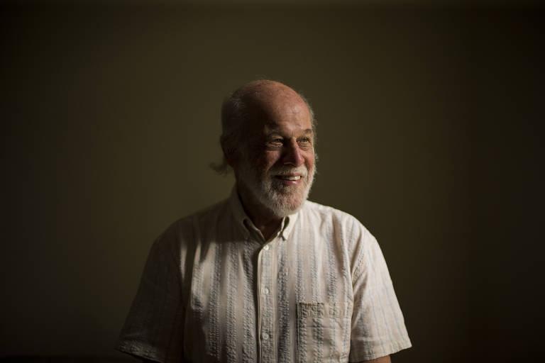 """Zuza Homem de Mello, na ocasião do lançamento de seu livro """"Copacabana"""" (ed. 34), sobre o samba-canção"""