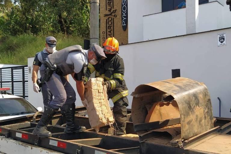 PM prende quatro pessoas e apreende 820 quilos de maconha no interior de SP