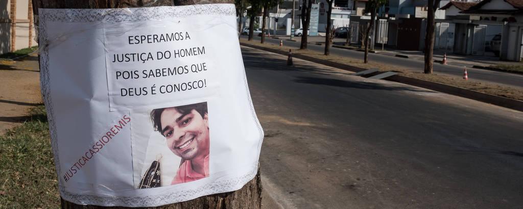 Em Patrocínio (MG), cartaz de protesto no local onde foi feita a transmissão ao vivo de Cássio Remis, quando teve início o desentendimento com Jorge Marra, que levou ao assassinato do candidato a vereador
