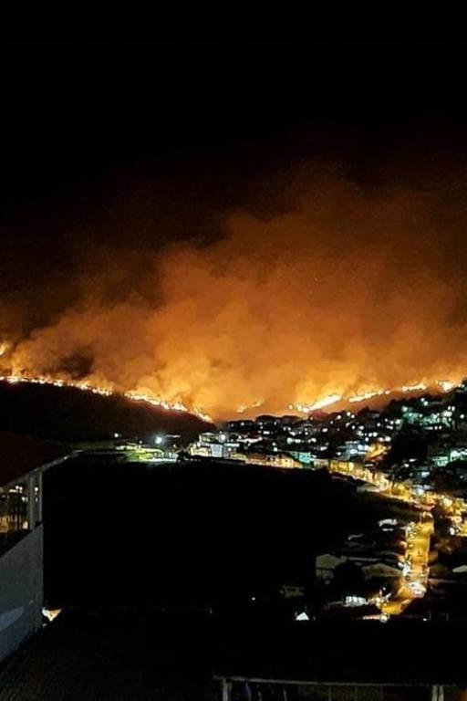 Incêndio atinge parque estadual em Ouro Preto; veja fotos de hoje