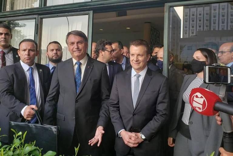 Bolsonaro e Celso Russomanno após reunião no aeroporto de Congonhas, em São Paulo