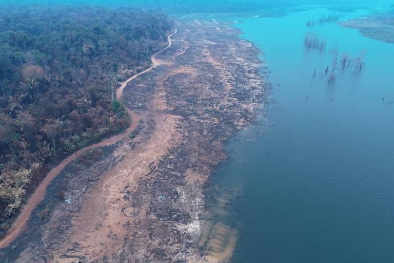 Rio Teles Pires, que banha os estado de MT e PA, assolado pelas queimadas em 2020