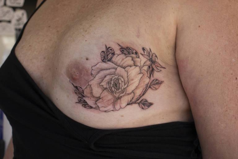 Projeto Tatto Truck Tour - tatuagem feita na securitária Ana Cláudia Corban Armando, 53