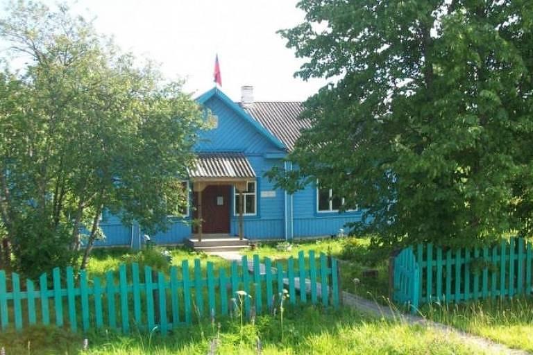 O edifício da administração local em Povalikhino que Marina Udgodskaya passou anos faxinando