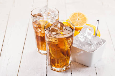Chá de limão gelado