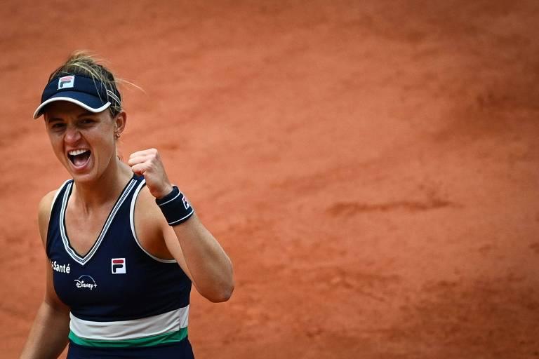 Nadia Podoroska comemora vitória sobre Svitolina em Roland Garros