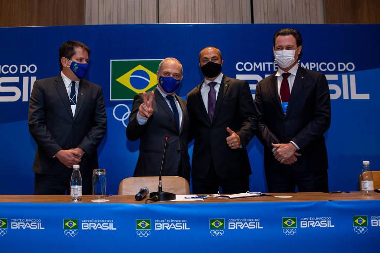 Da esquerda para a direita, Marco La Porta (vice-presidente), Paulo Wanderley (presidente), Rogério Sampaio (diretor-geral) e Luciano Hostins (diretor jurídico)