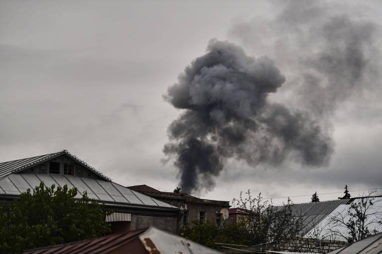Coluna de fumaça sobe após ataque na capital de Nagorno-Karabakh, Stepanakert