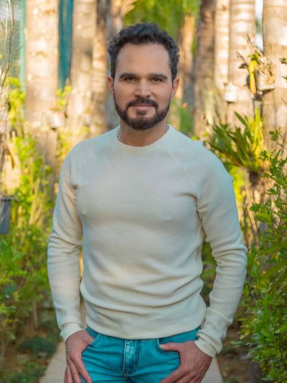 Imagens do cantor Luciano Camargo