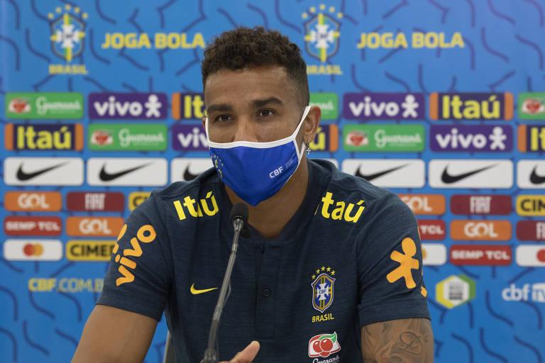 Danilo participa de coletiva de imprensa da seleção brasileira via videoconferência