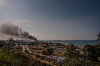 Smoke plumes above a refinery in El Palito, Venezuela, on Sept. 21, 2020, which recently had a large oil spill that spread along dozens of miles of coastline. (Adriana Loureiro Fernandez/The New York Times