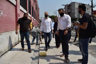Bruno Covas visita obras na Lapa