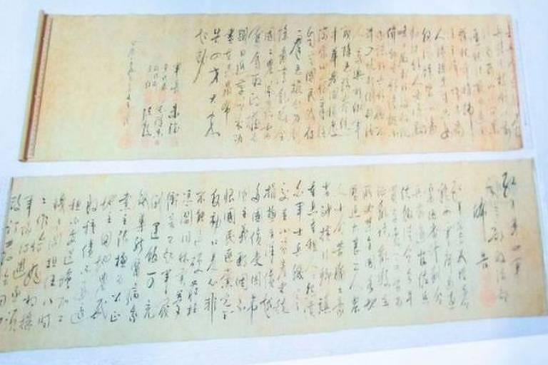 A polícia de Hong Kong exibiu as partes separadas do pergaminho de Mao Tsé Tung