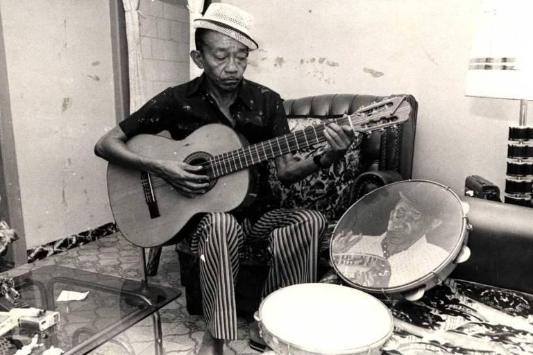 Jackson do Pandeiro, cantor, compositor e instrumentista