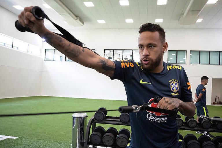 Neymar será poupado do treino desta quinta (8) para tratar dores nas costas