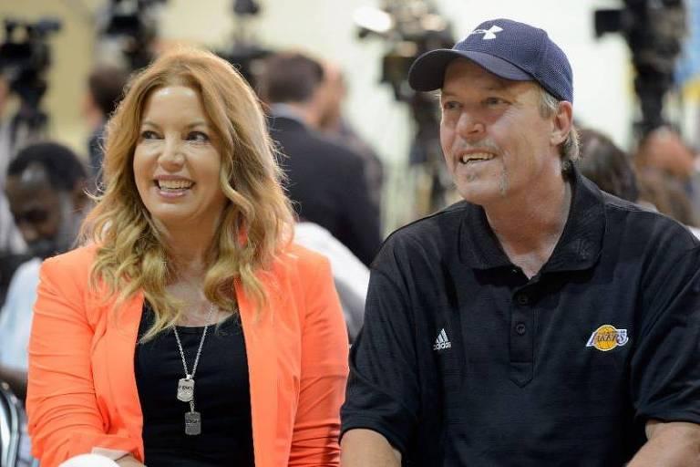Jeanie Buss e Jim Buss, herdeiros de Jerry Buss, dono do Los Angeles Lakers de 1979 até sua morte, em 2013