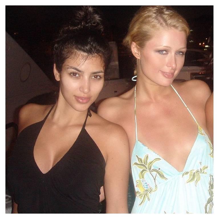 Kim Kardashian foi assistente da socialite Paris Hilton por muitos anos. Ao lado de Hilton que a Kardashian começou a aparecer em eventos e nos tabloides. As duas mantém a amizade até hoje.
