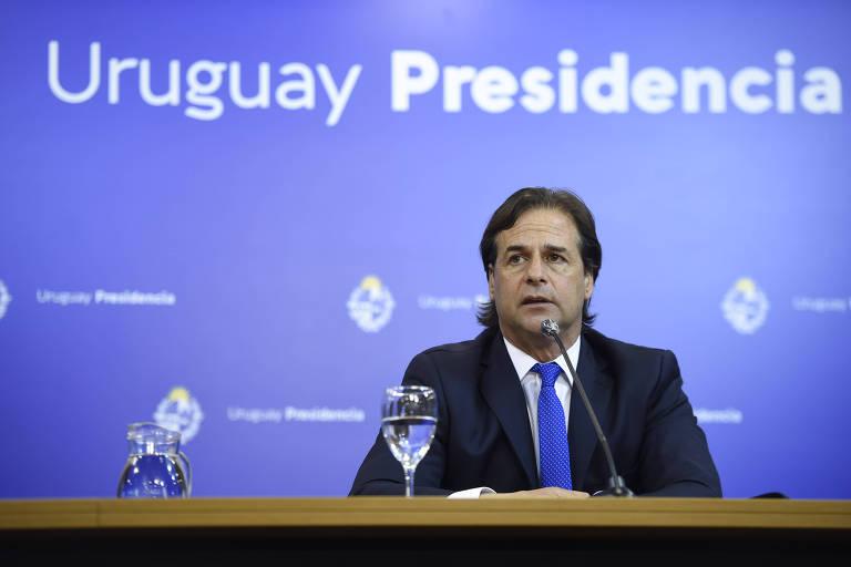 O presidente do Uruguai, Luis Lacalle Pou, concede entrevista coletiva em Montevidéu