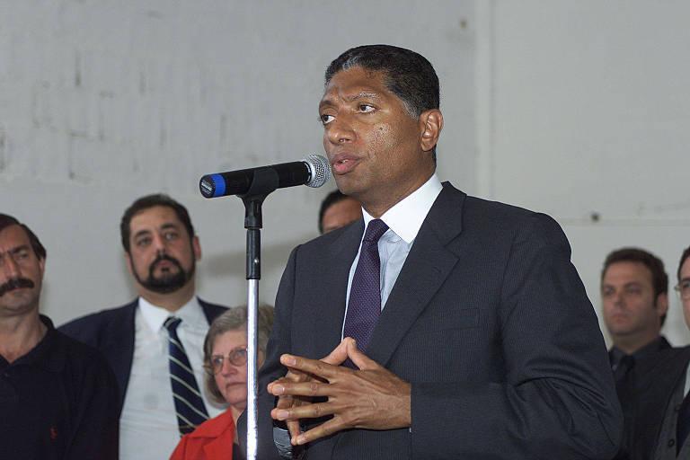 Celso Pitta, então prefeito de São Paulo, durante inauguração do Centro de Convivência da Vila Albertina, na capital