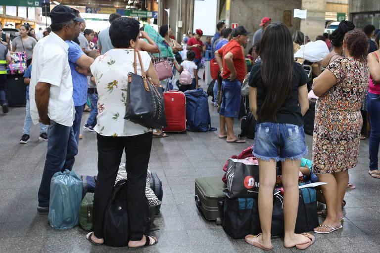 Rodoviárias de SP esperam 275 mil passageiros no feriadão