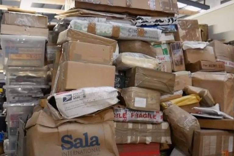 Imagem de bens deixados por um acumulador em Londres, estimados em R$ 28 milhões