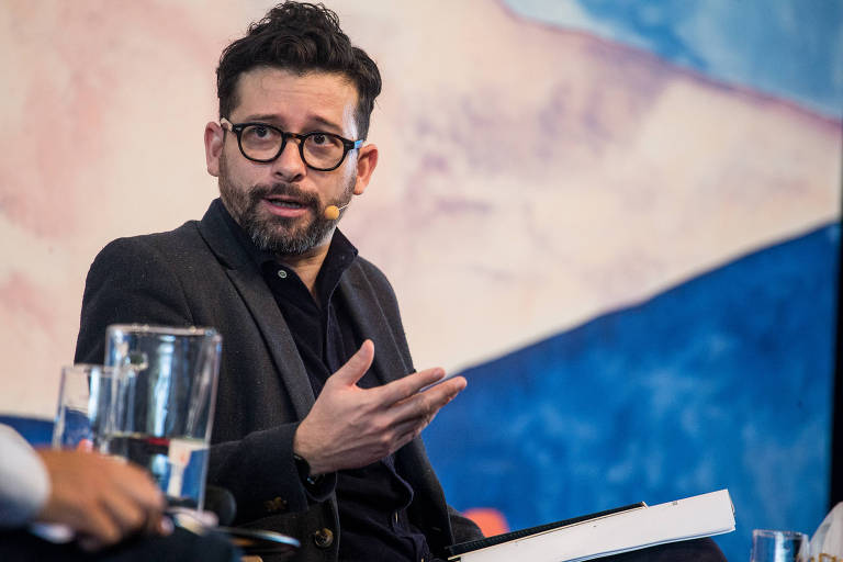 O escritor João Paulo Cuenca durante debate na Festa Literária Internacional de Paraty