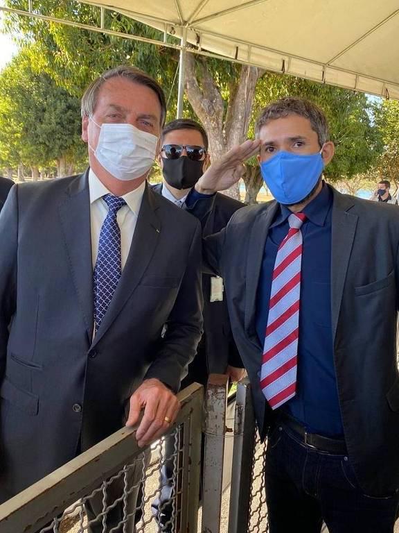 Candidatos aproveitam cercadinho do Alvorada para fazer de Bolsonaro cabo eleitoral