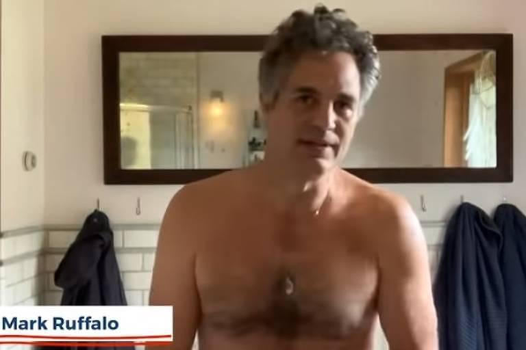 O ator Mark Ruffalo aparece nu em campanha