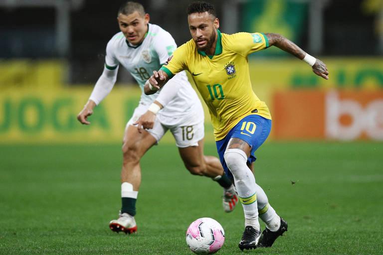 Neymar escapa da marcação de jogador boliviano na estreia do Brasil nas Eliminatórias para a Copa do Mundo de 2022