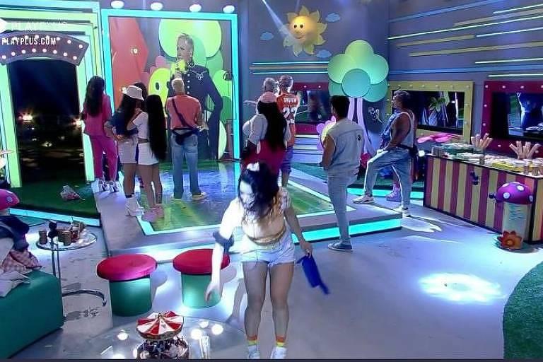Peões se divertem em festa com presença de Xuxa