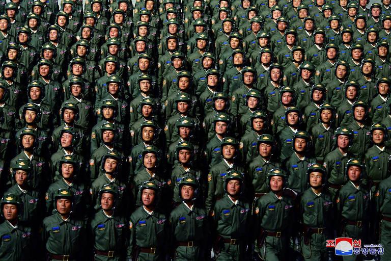 Coreia do Norte tem desfile com 'míssil monstro' e sem máscaras