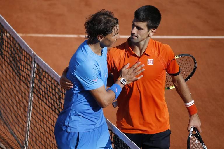 Rafael Nadal e Novak Djokovic após o duelo com vitória do sérvio em 2015