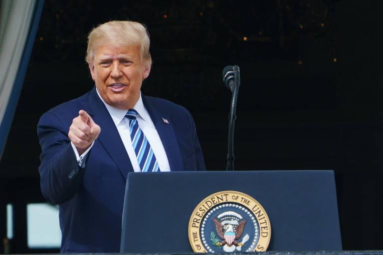 Infectado, Trump discursa sem máscara a apoiadores
