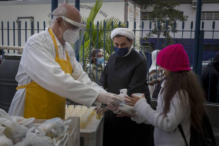 Papa Francisco liga para padre Julio Lancellotti e pergunta sobre moradores de rua