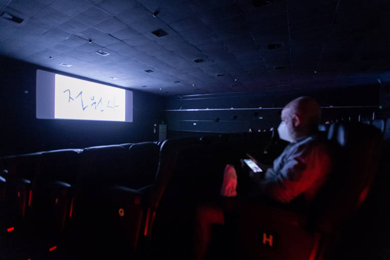 Cinema em SP aluga sala para pessoas jogarem videogame com tela grande por R$ 300