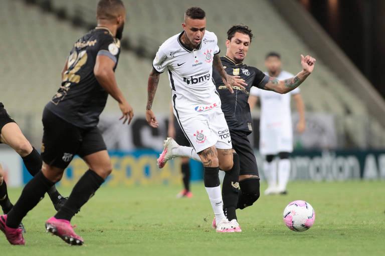 Luan tenta armar jogada durante partida entre Corinthians e Ceará