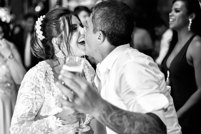A empresária Cybelle Hermínio com Tom Veiga em seu casamento