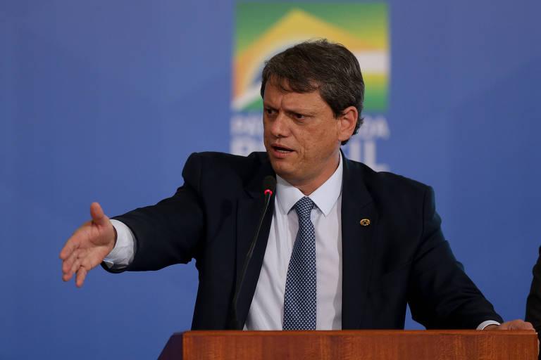 O ministro Tarcísio Freitas (Infraestrutura) durante solenidade no Palácio do Planalto