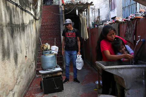 Douglas Felipe Alves Nascimento, 21, who lost his job at a textile firm and tries to make a living selling candy on the streets, looks at a cart with personal items he sold to pay the rent, during the coronavirus disease (COVID-19) pandemic, in Sao Paulo, Brazil August 4, 2020. Picture taken August 4, 2020. REUTERS/Amanda Perobelli ORG XMIT: HFS-GGGCDG03