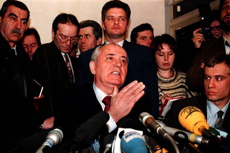 gorbatchov dá entrevista coletiva