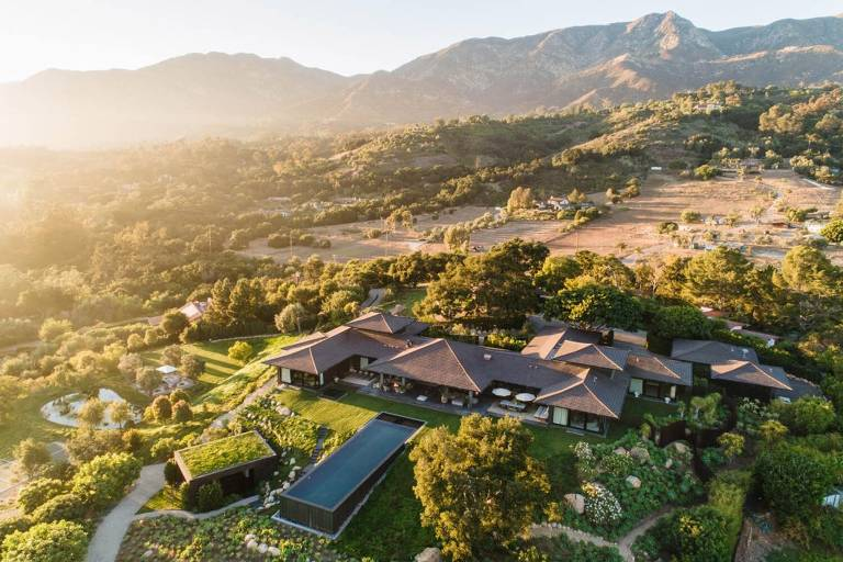 Ellen DeGeneres coloca mansão à venda por R$ 220 milhões