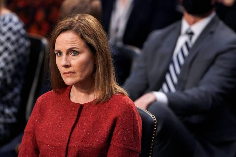 Indicada de Trump à Suprema Corte se recusa a responder sobre aborto e casamento gay