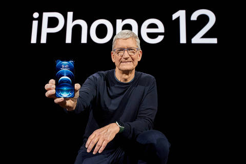 Apple CEO Tim Cook poses with the all-new iPhone 12 Pro at Apple Park in Cupertino, California, U.S. in a photo released October 13, 2020.  Brooks Kraft/Apple Inc./Handout via REUTERS NO RESALES. NO ARCHIVES. THIS IMAGE HAS BEEN SUPPLIED BY A THIRD PARTY.     TPX IMAGES OF THE DAY ORG XMIT: TOR508