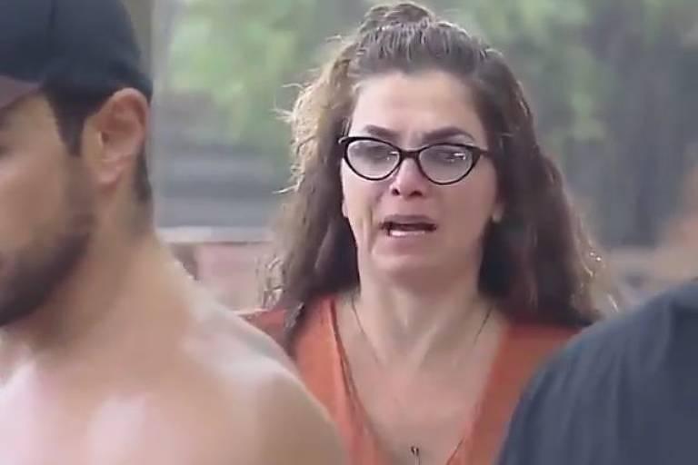 Luiza Ambiel se incomoda com peoas