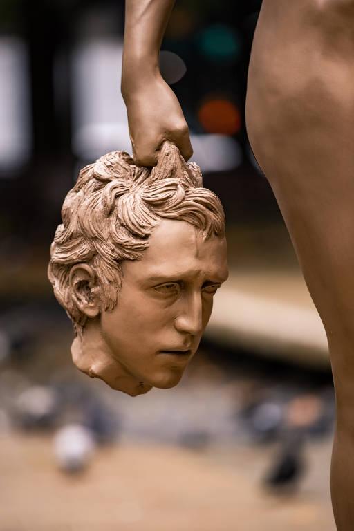 Veja fotos da escultura de Medusa feita por Luciano Garbati