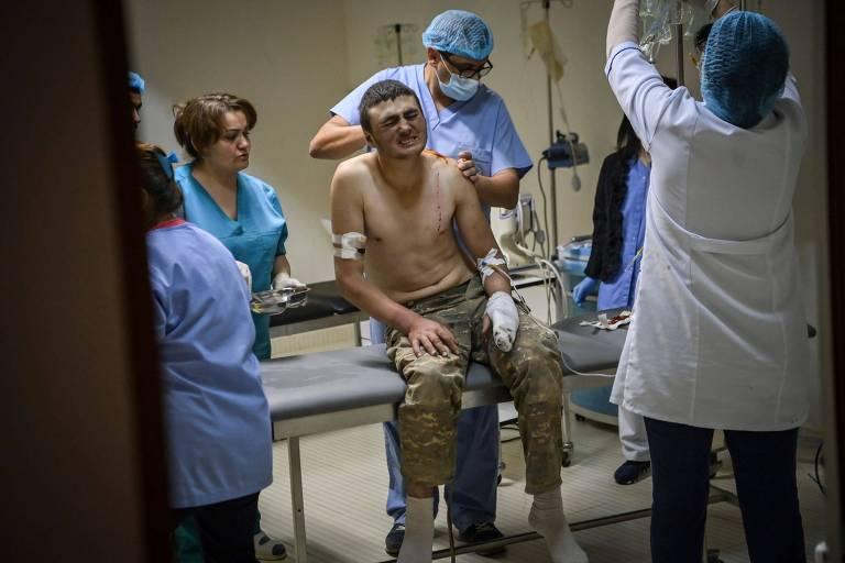 Soldado armênio de Nagorno-Karabakh é atendido em centro médico de Stepanakert