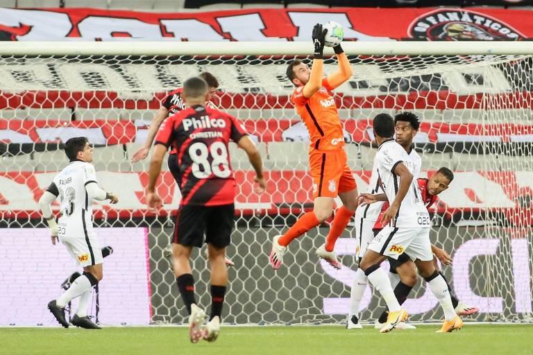 O goleiro Walter defendendo a meta do Corinthians