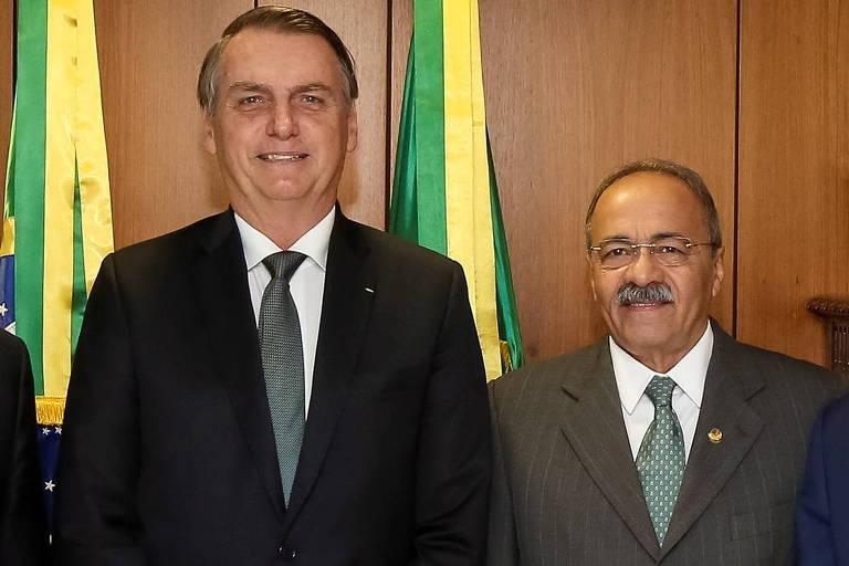 Bolsonaro diz que senador tinha 'prestígio' e 'carinho', mas que dinheiro na cueca não tem a ver com governo