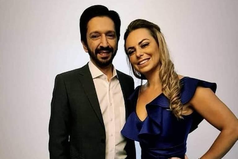 Regina Carnovale, esposa do candidato a vice-prefeito Ricardo Nunes, elogia o marido no Facebook